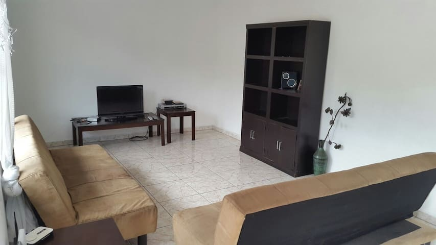 Budget Friendly 2 bed Apt in the Center of Town