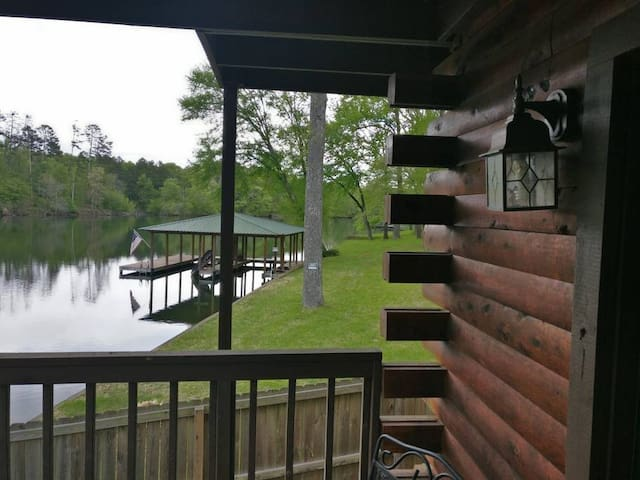SUITE 4 WATERFRONT LOG CABIN LODGE at COZY ACRES