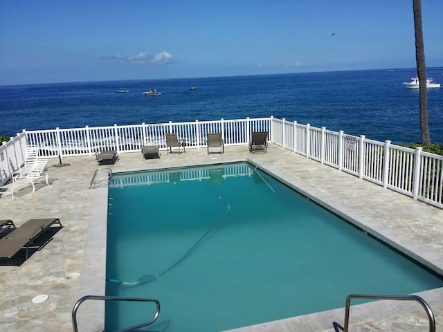Cozy /great location / pool with ocean view