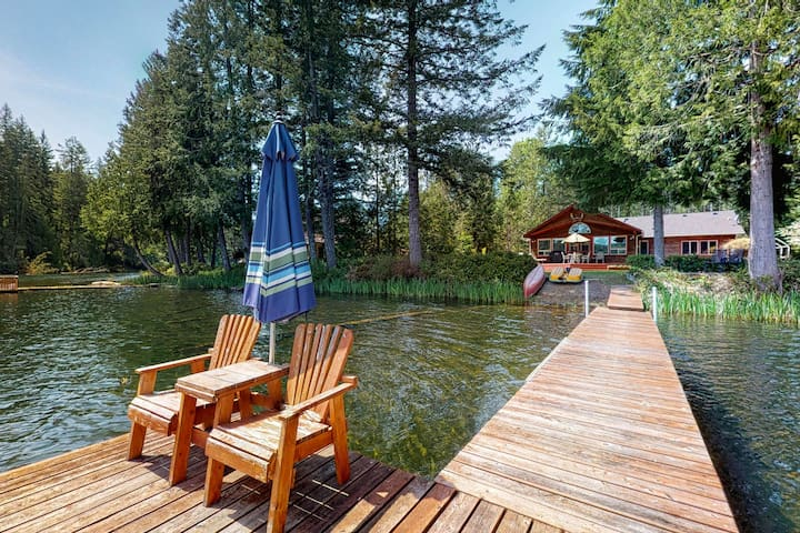 Waterfront, family friendly home w/ dock & kayaks - dogs welcome!