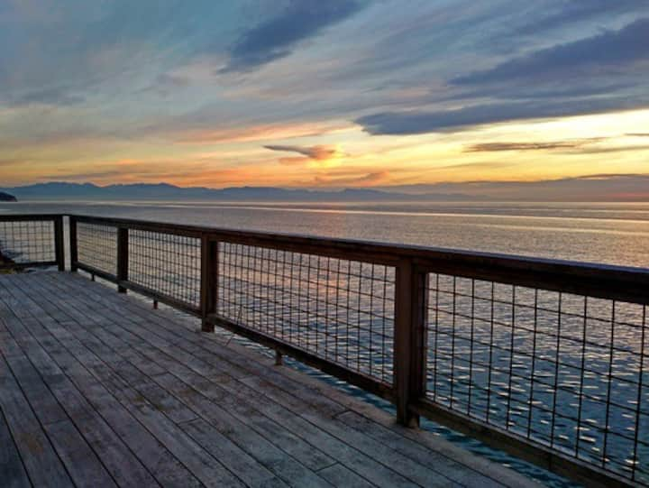 """Sunset Beach Haven- Whidbey """"Seriously Waterfront"""""""