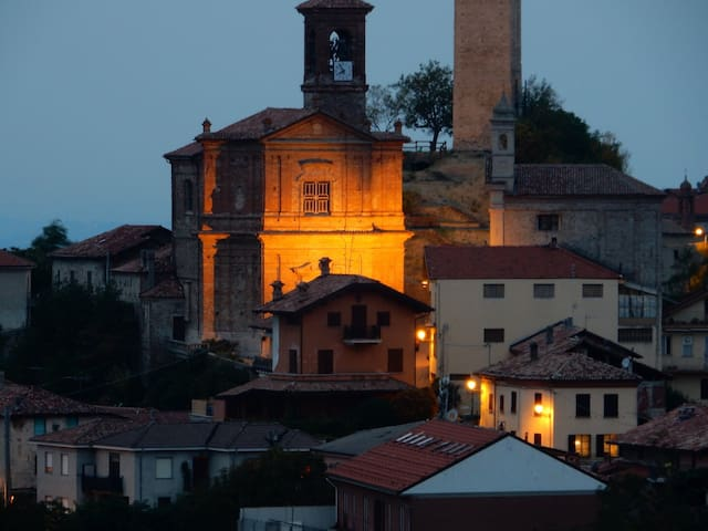 Amongst Piedmonte's rolling hills - Rocchetta Palafea - Huis