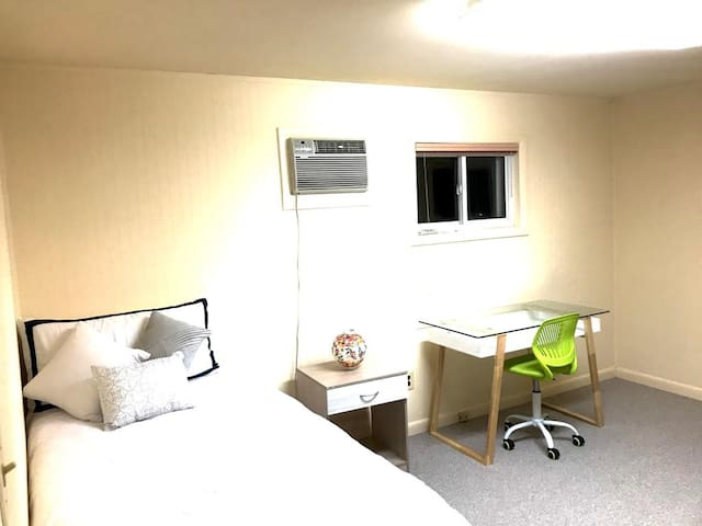 3 Best location,shopping,bus stop 2 minutes, metro