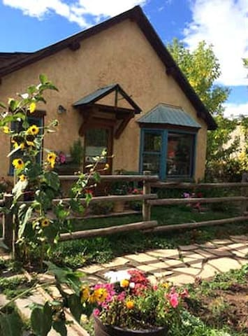 Beautiful Santa Fe style home - Carbondale - Hus