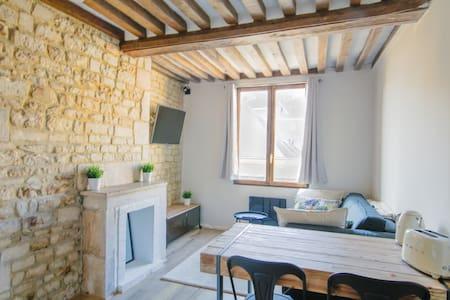 Studio de Charme Place St Sauveur