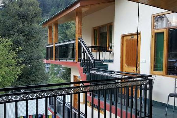 Introducing beautiful stay in Old Manali 5