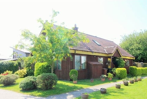 Findhorn's Sunflower B&B: 5 guests in 3 rooms -ABC