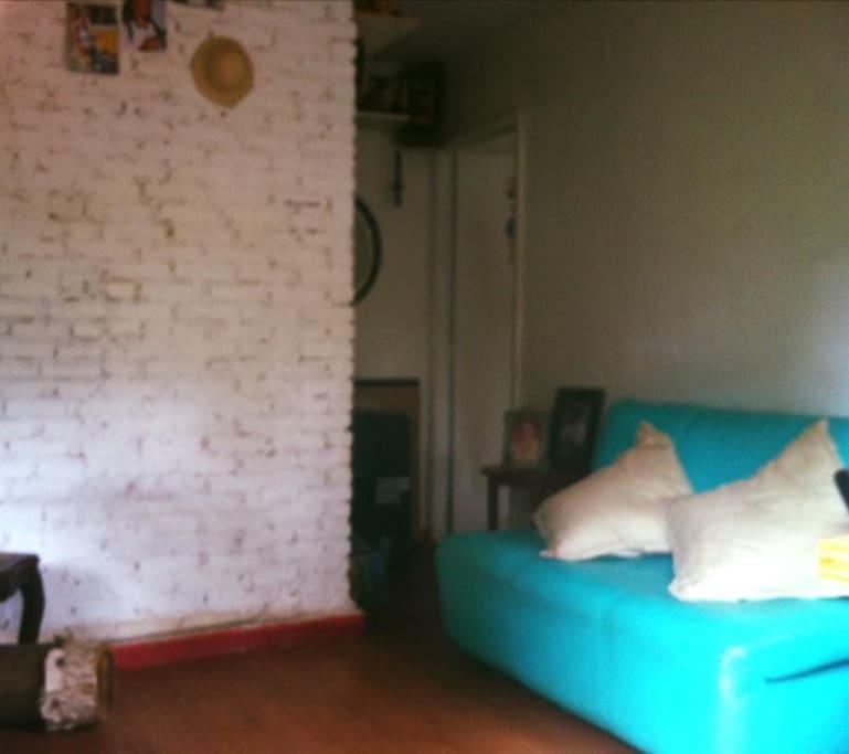 Sala com sofá cama de casal