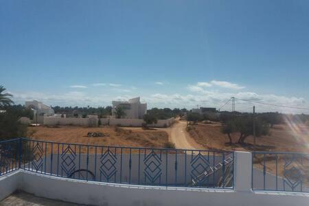 Mooie,comfortabele,nieuwe woning in rustige buurt - Djerba Midun