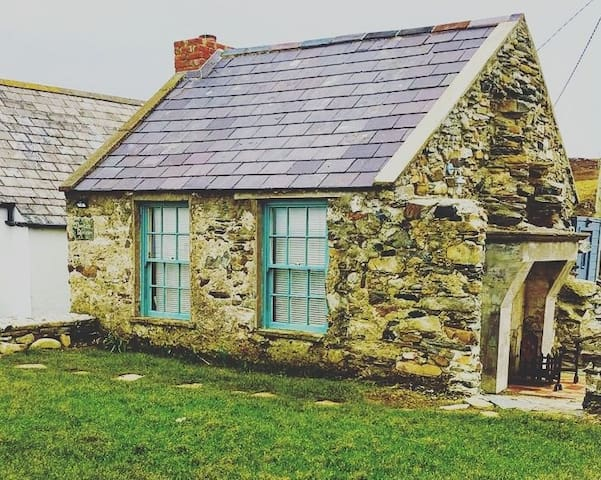 Coastal stone cottage on  the Wild Atlantic Way.