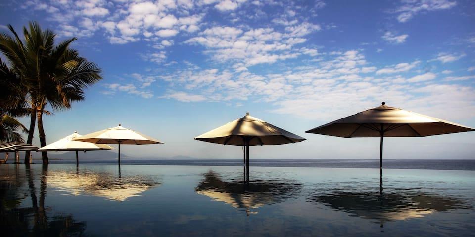 Penthouse at Infiniti Blu on a gorgeous Beach I3A