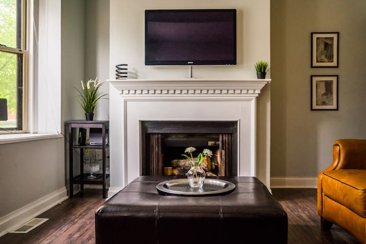 Newly Renovated Central West End Condo with Pool - St. Louis - Daire