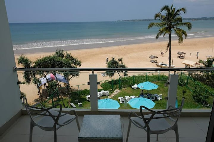 Elegant sea view room right on the Weligama Beach