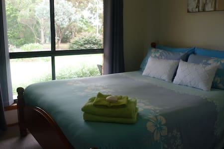 B&B. Close to Berry & Nowra. - Bed & Breakfast