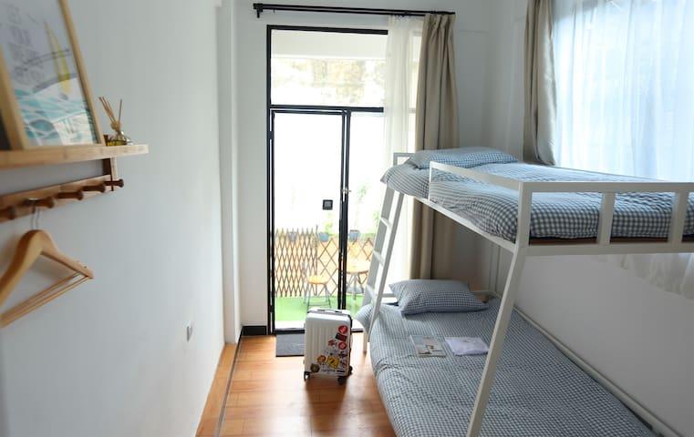 潮州予舍民宿,庭院上下铺,拥有独立后花园,交通便利,紧邻牌坊街广济桥。