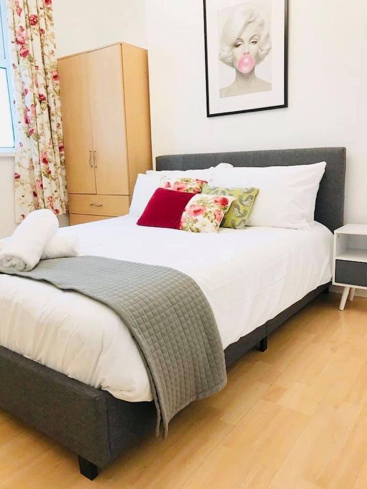A modern 5 Bedroom house near Cardiff city centre
