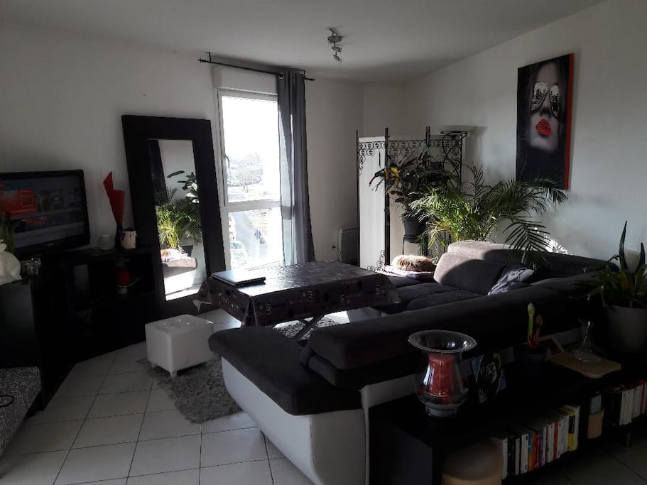 Chambre bordeaux quai apartments for rent in bordeaux for Appartement bordeaux stalingrad