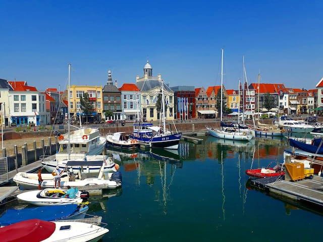 Centrum woning met parkeerplaats aan de jachthaven