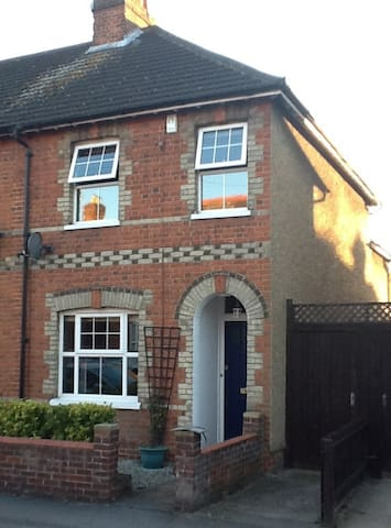 Lovely Victorian end terrace. - Maidenhead - Casa