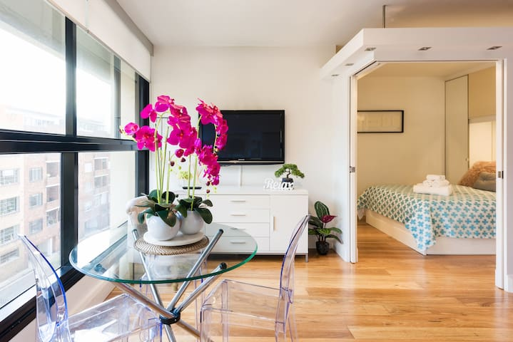 CharmingCityPad★Modern Sunlit w/Views★Walk to CIty