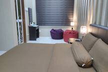 Private 1Q&BA (2pax). A room with queen bed with en-suite bathroom for 2 person.