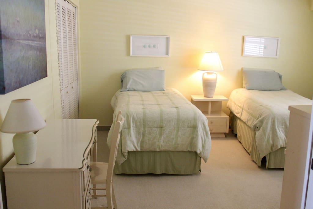 Twin bedroom has a desk/workspace