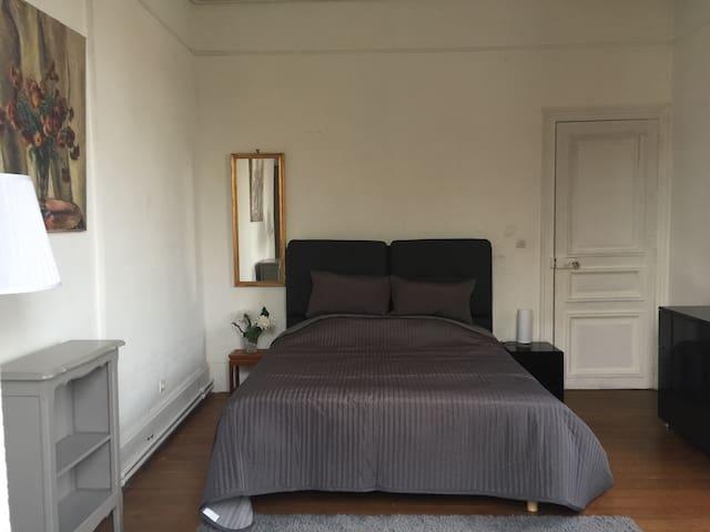 Chambre lumineuse et spacieuse à Avallon prox. A6