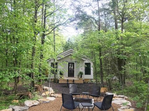 secluded cottage- firepit, outdoor shower, hammock