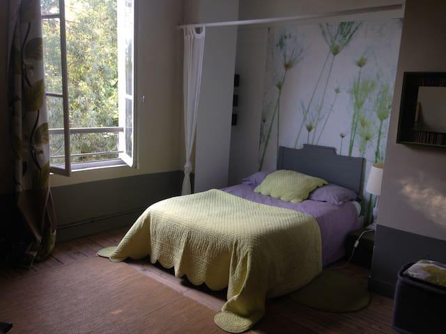 chambre15m2 vue sur jardin  calme 12mn de Paris - Colombes - Hus
