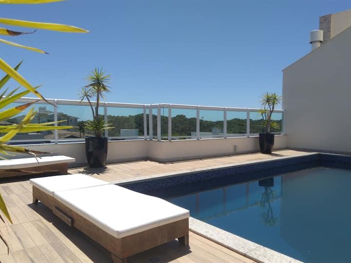 Apartamento 2 qts, 50 mts da Praia do Campeche