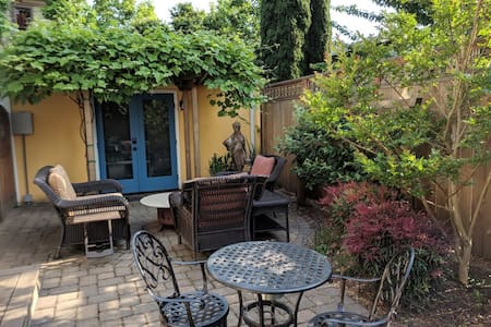Hawthorne Sunnyside Cottage