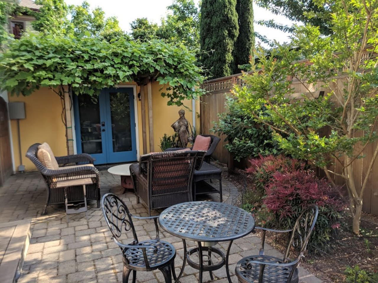 Secluded patio just outside your door, yet only a short stroll to the Hawthorne and Belmont districts.