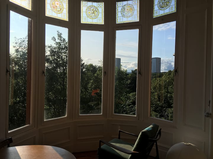 Bright, spacious room in spectacular West End flat