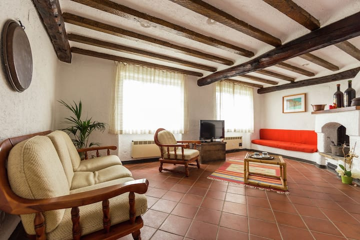 Located in the village of Caio immersed in the vegetation of the Mediterranea