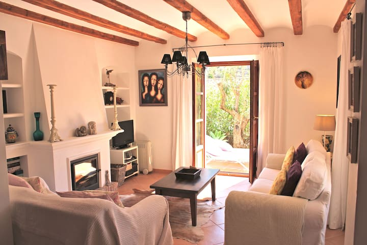 A beautiful home in the heart of Deia with views. - Deià