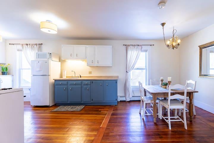 Quaint Vermont Village Apartment 4