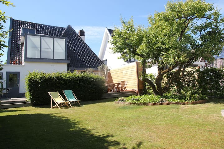 Luxurious detached villa with a very spacious garden and beach cabin in Egmond aan Zee