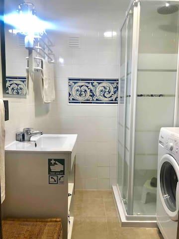 WC , shower, washing machine