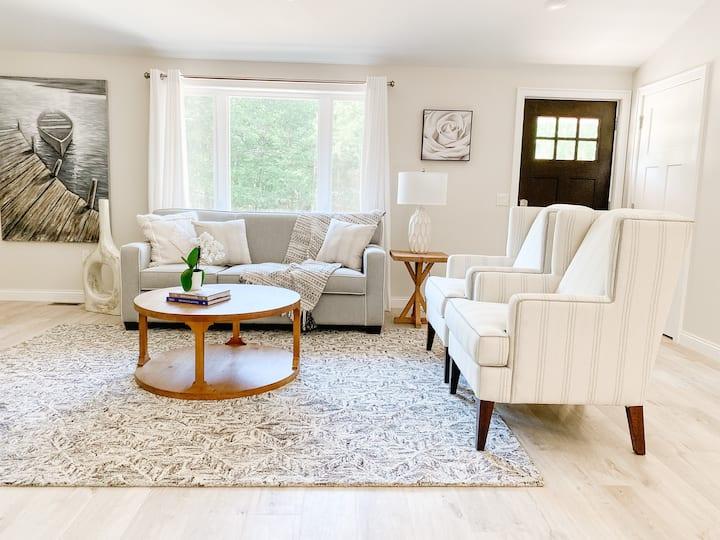 Stylish newly renovated home near beach access
