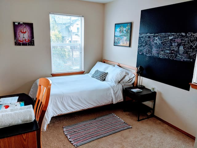 Cozy/Relaxed North Portland Pad