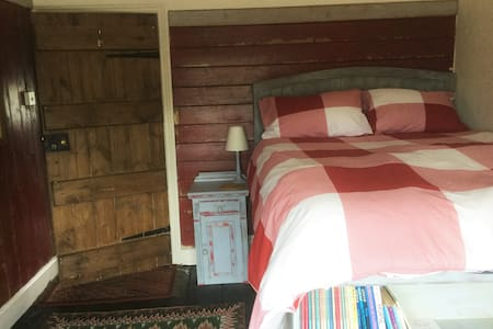 Tudor House Captain Room with breakfast,Whitchurch - Bettisfield - Casa