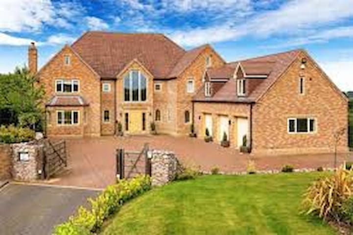 Luxury Mansion near to Birmingham Available.