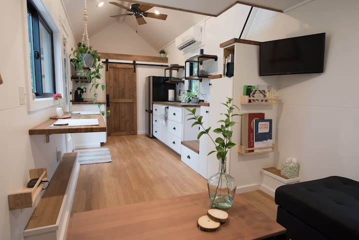 ★ Couple's getaway ★ Gorgeous tiny home/great view