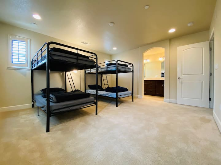 Bunk bed in a Clean Tech House - All Inclusive