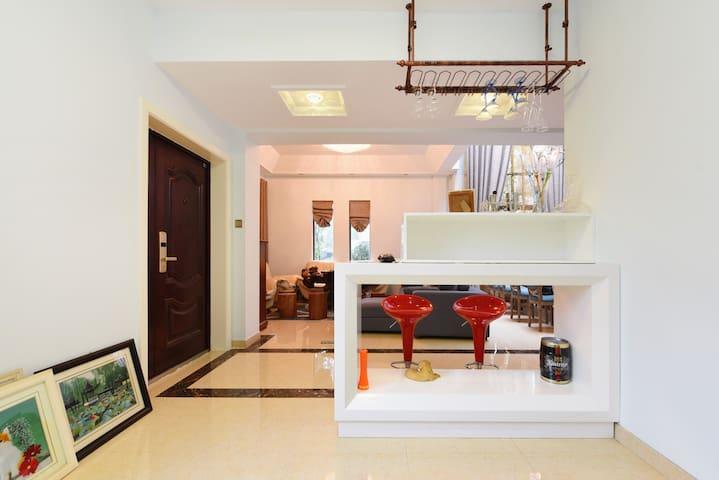 牧墅 (Meadow Villa)淀山湖边现代时尚的4卧室别墅,轰趴设计,适合大小各种情调聚会。