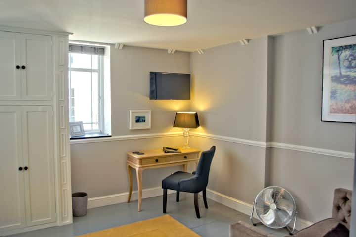 Ely city centre, luxury self-catering, Apt. 2 of 3