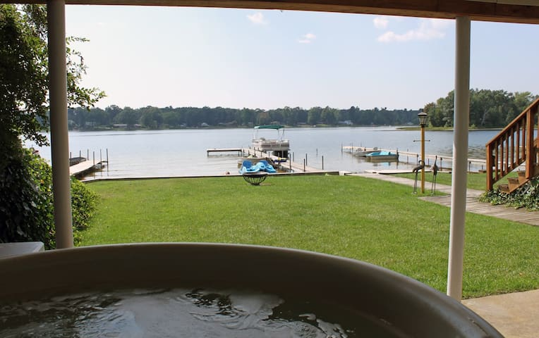 Muskegon Vacationing at it's Best! HOT TUB Pontoon - Twin Lake