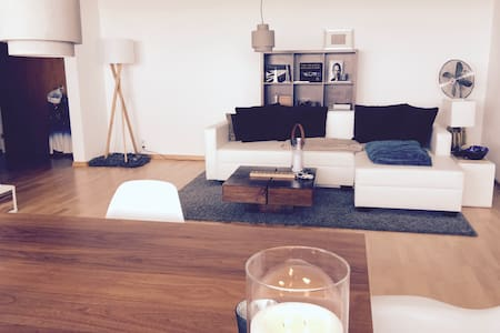 Modern + clean place with amazing view & balcony! - Kronberg im Taunus