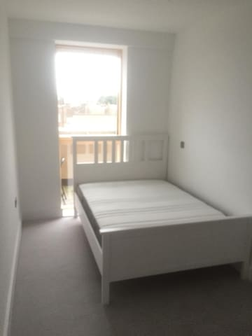 Large double bedroom to rent in spacious flat