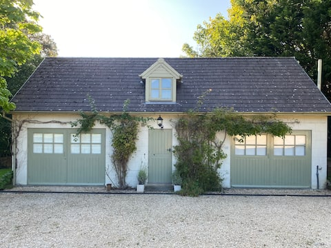 Beautiful renovated Coach House in AONB village